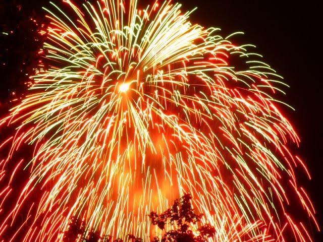 fuegos artificiales PARA CELEBRAR EL MILLÓN DE VISITANTES